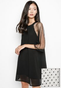 Vĩnh Tài Flutter Lace Sleeve A-Line Dress